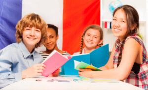 Школьники изучают французский язык самостоятельно