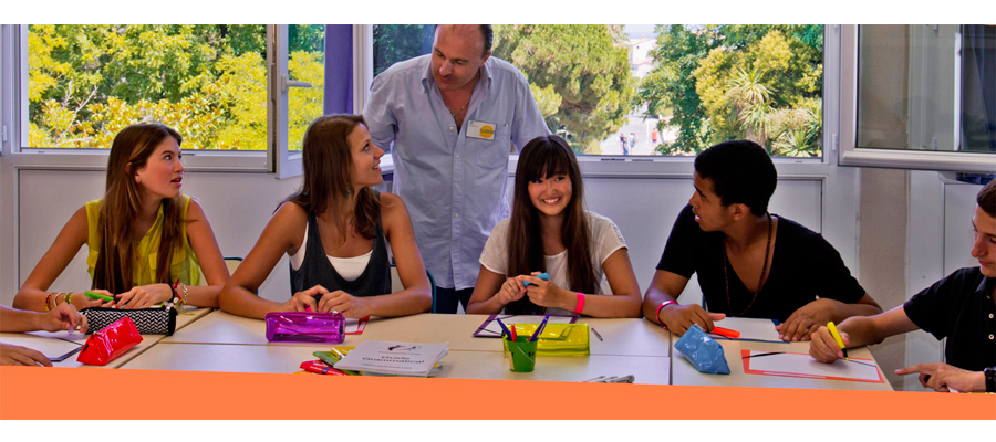 Студенты выбирают курсы французского языка