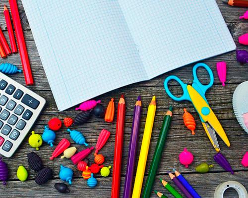 Ручка, тетрадь, карандаш на французском языке